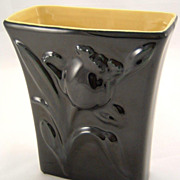 Pottery Abingdon Two-tone Jonquil Vase Black & Yellow