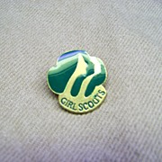 Green 1980 Girl Scouts Pin