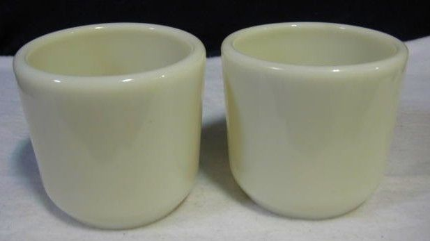 2 Ivory Pyrex Corning Watch Mugs