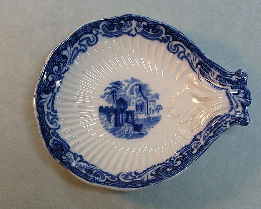 Small Shell-form Staffordshire Dish circa 1845