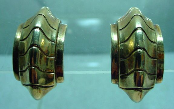 1940's Trifari Clip On Gold Tone Earrings, Classic!