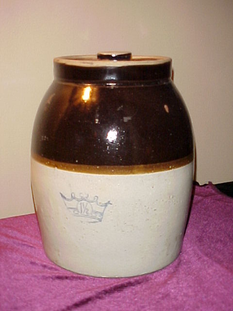 Nice 1 1/2 Gallon Crown lidded Bean Pot w/Good Lid
