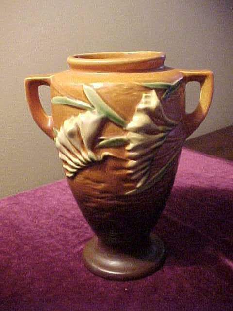 Excellent Roseville Freesia 121-8 Handled Vase