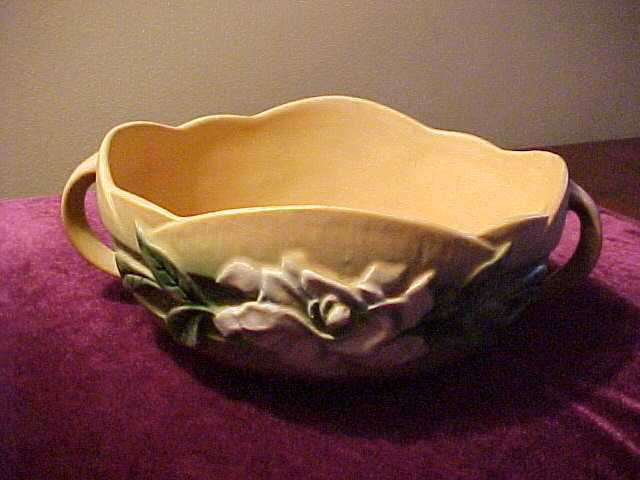 Perfect Roseville Gardenia 627-8 Handled Bowl