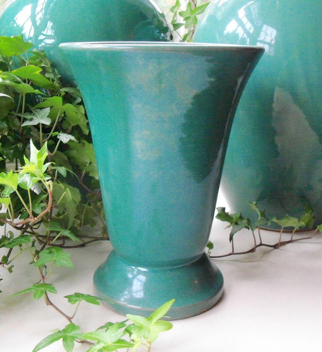Tulip shaped Hull pottery Vase dark blue - sisoftmoonvintage