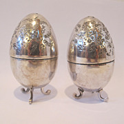 18th Or Early 19th century silver salt & pepper shakers egg shape, hand engraved.