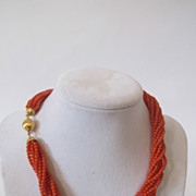 Vintage coral necklace with 18k gold clasp. Very beautiful. Coral Beads.