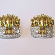 18k Yellow gold large vintage earrings decorated with very clear diamonds.