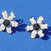 SALE Vintage Daisy Black & White Signed Weiss Clip On 1960 Era Earrings