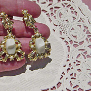 SALE Vintage White Chunky Thermoset Dangling Screw On Earrings