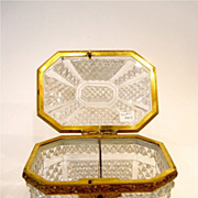 BACCARAT 19th Century highly cut crystal octagonal box with cross hatching