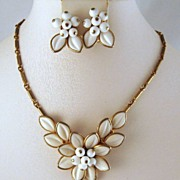 Coro Molded Glass White Flower Necklace Earrings