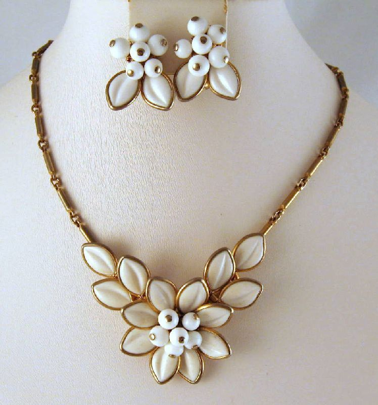 Coro Poured Glass White Flower Necklace Earrings