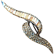 Vintage BOUCHER Swooping Rhinestone Crystal Pin