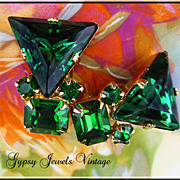Emerald Isle - Vintage Emerald Green Rhinestone Earrings