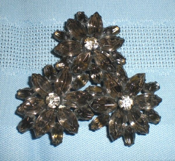 Wonderful Smokey  Black Rhinestone Pin/Brooch