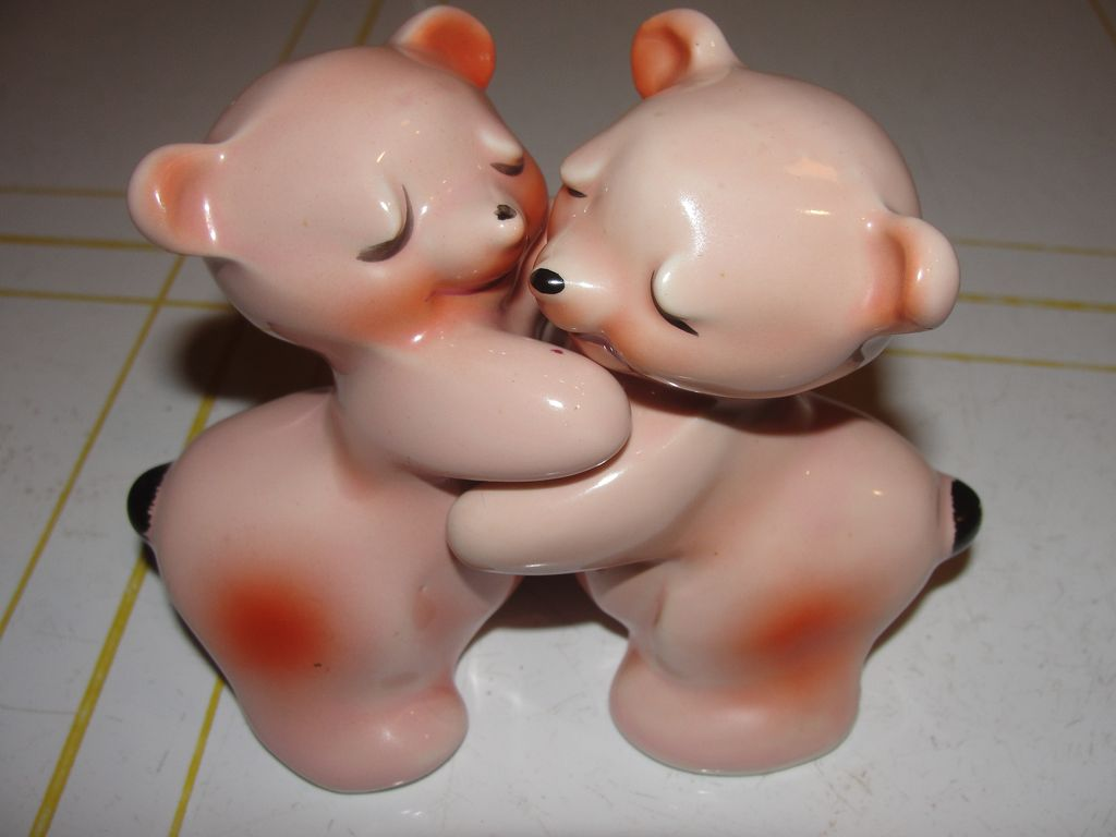 Van Tellinger Bear Hugs Salt and Pepper Shakers