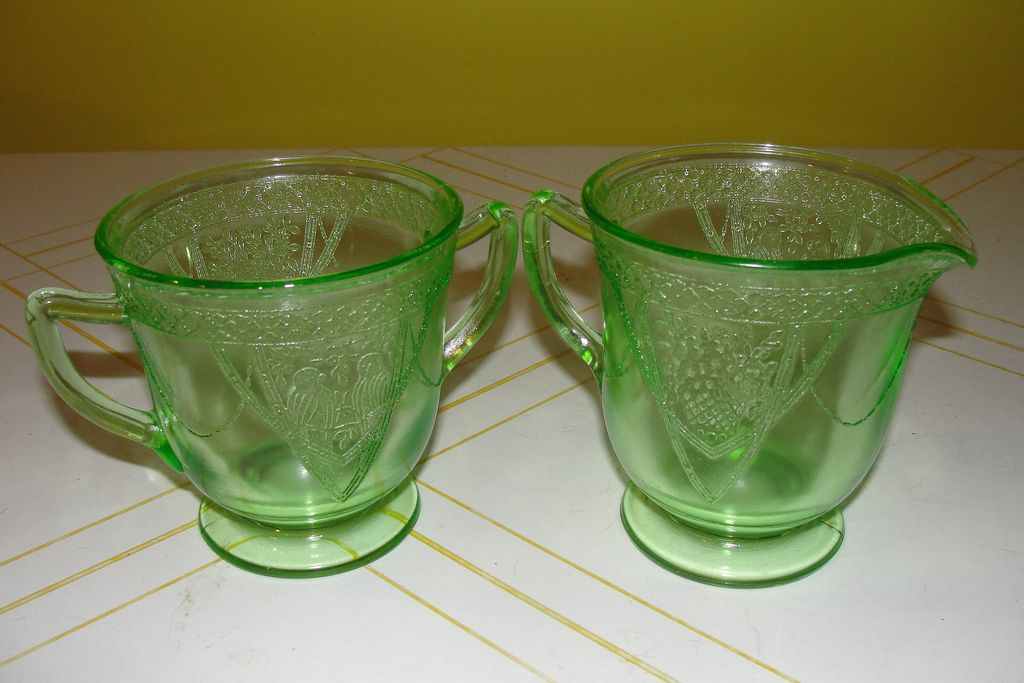 "Federal Glass Green Georgian ""Lovebirds"" Creamer and Sugar Bowl"