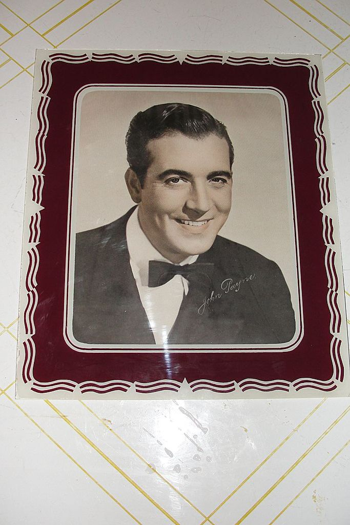 Burgundy and White Glass Picture Matt/Frame with John Payne Photo