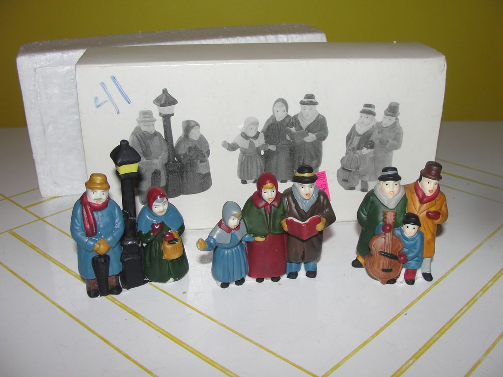 Dept 56 Heritage Village Collection ''Carolers'' set of 3 #6526-9
