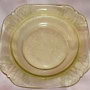Federal Glass Co ''Parrot'' Amber Soup Bowl