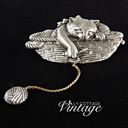 SALE Vintage brooch - kitty in a basket with yarn