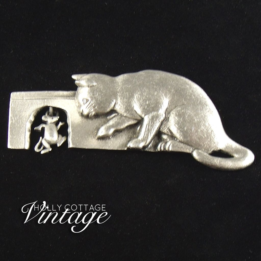 Vintage pewter cat & mouse pin