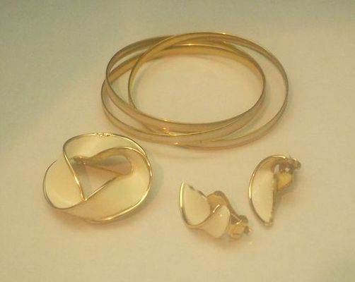 Kramer Cream Enamel & Gold Tone Demi-Parure Bracelet, Brooch, Earrings