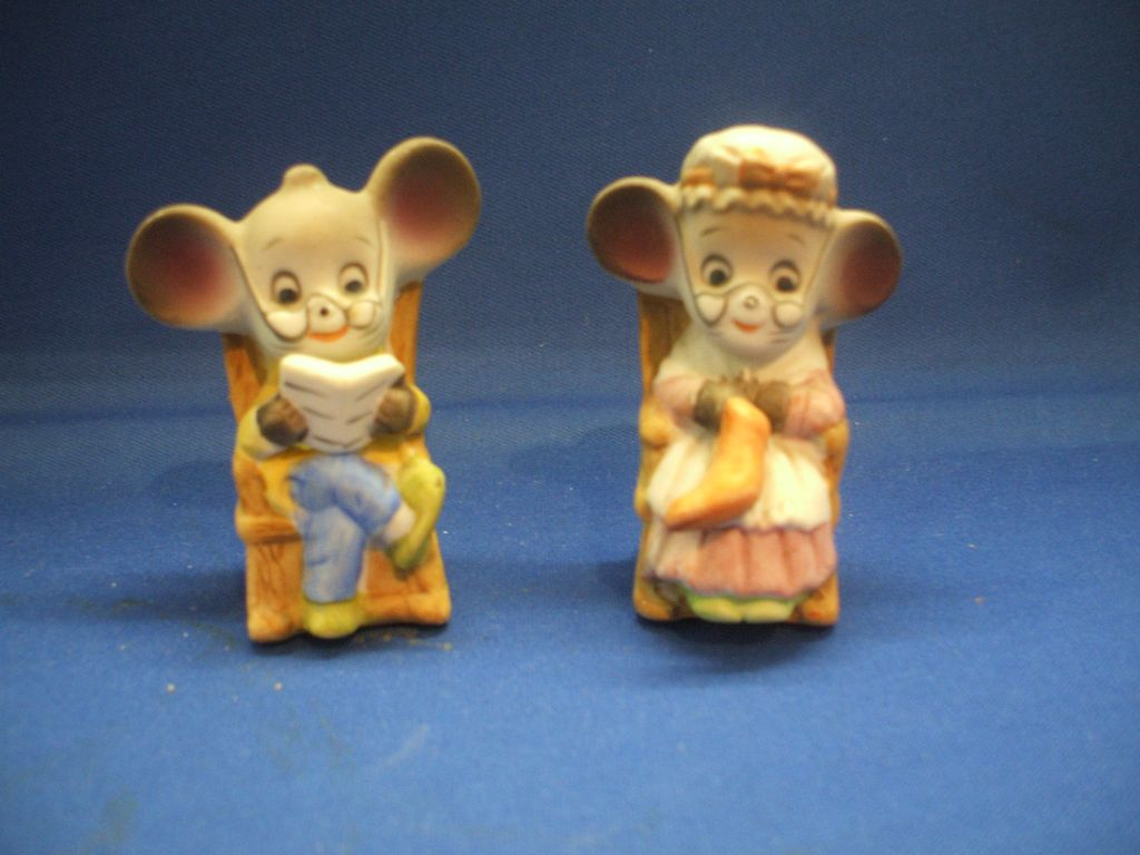 Grandpa & Grandma Porcelain Mice in Rocking Chairs Figurines Hand Painted