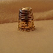 "*Victorian 10K Gold Thimble Engraved,"" E. B. """