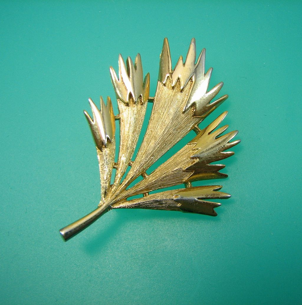 Stylized Monet Leaf Feather Pin - Vintage Mod