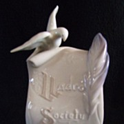 SALE Lladro Society Scroll with Bird, Feather and Rose 1998 B-07677