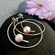 ACCELERATE Cultured Fresh Water Pearl n Sterling Silver Hoop Post Earring