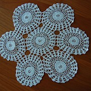 Fabulous finely crocheted Doily, 7 joined rounds