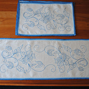 "Set of Vintage Deerfield ""Blue and White Society"" linen set, placemats & runner"