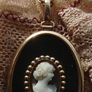 Super Unique vintage Hand carved shell cameo Locket Pendant necklace