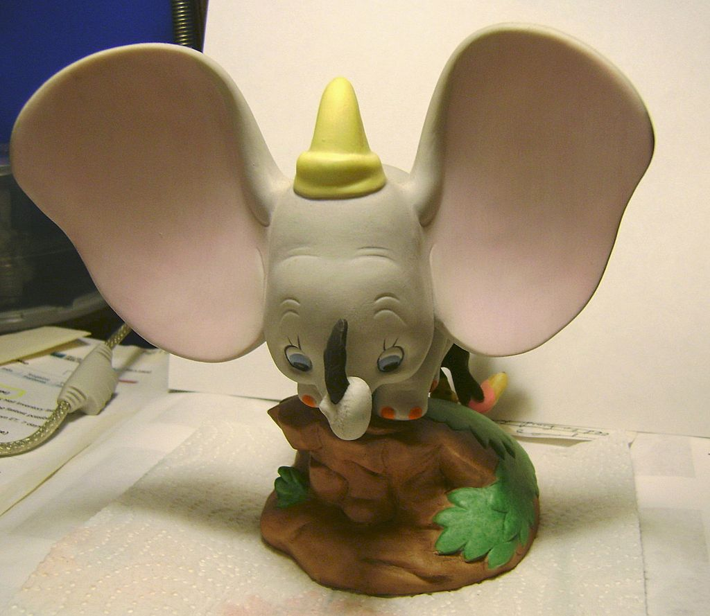 Disney's Magic Memories Figurines - Dumbo