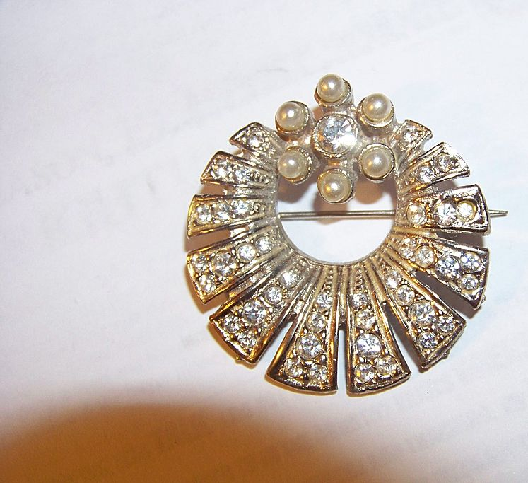 Vintage Rhinestone & Faux Pearl Brooch Pin