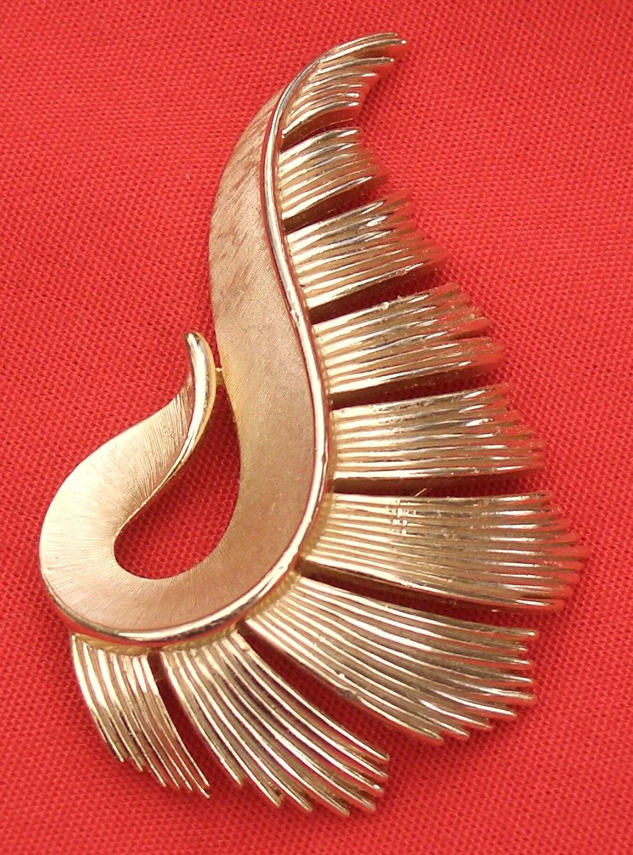 Vintage Trifari Crown Feather Pin Gold Tone
