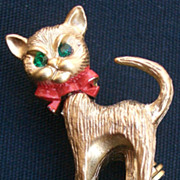 Cute Christmas Cat Pin with Red Bow Gold Tone