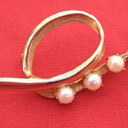 SALE Vintage Brooks Gold Tone pin with Faux Pearls