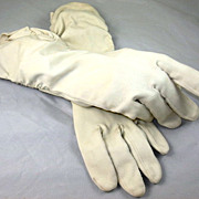 Cream Colored Gathered Cotton Ladies Gloves