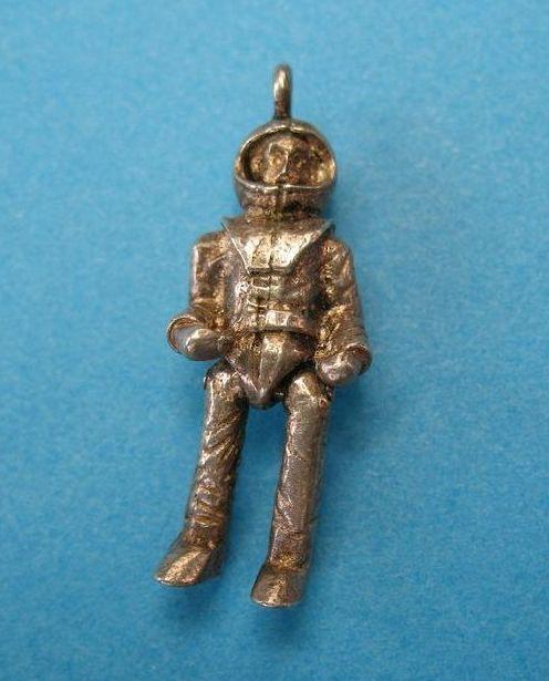 vintage astronaut charm - photo #3