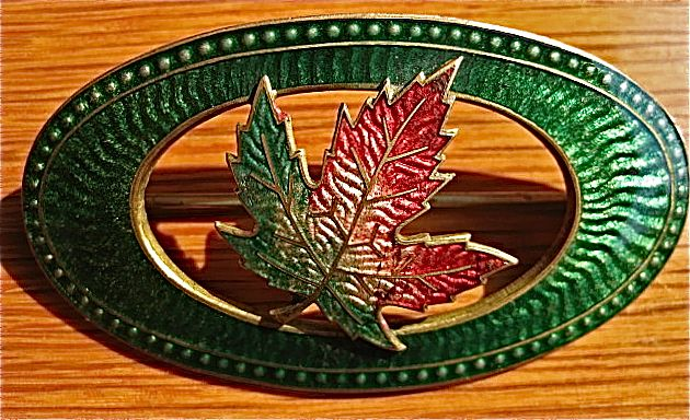 1909 Green Oval Guilloche Enamel Pin With Maple Leaf