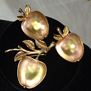 Sarah Coventry 1970 Austrian Glass Golden Delicious Apple Brooch Pin & Earrings