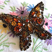 Unsigned Weiss Gold Amber Orange Topaz Brown Prong Set Rhinestones Butterfly Brooch Pin