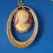 Vintage Faux Cameo Necklace w Rhinestone Surround Great Style