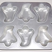 SALE 1991 Wilton ~ Halloween Ghost Muffin Pan