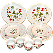 SALE Sheffield ~ Strawberries n' Cream 16-Pc Dinnerware Set