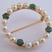 Classic 14K Gold Pearl & Emerald Circle Pin